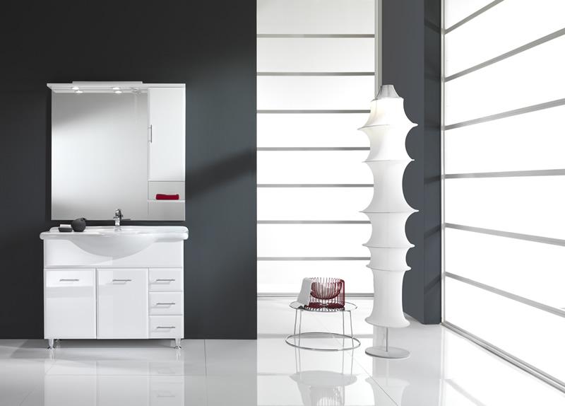 Bagno moderno con rivestimenti laccati for Arredo bagno viola